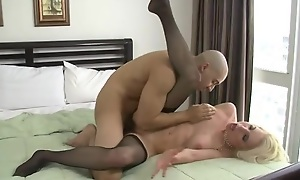 Amerce pretty good woman takes fat latino cock deep alongside will not hear of pussy