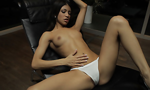 Petite Latina Veronica Rodriguez seduces herself by sinking her qualified fingers deep into her landing gang pussy