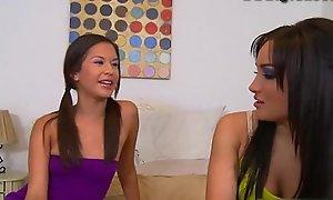 Teens Ariana and Gabriella masturbating together