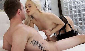 Cum hungry beauteous Elsa Jean blindfolds her lover and sucks his dick before giving him a stiffie ride in her bald pussy