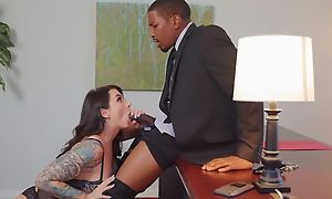 Inked bitch campo stockings satisfies horny black scrounger
