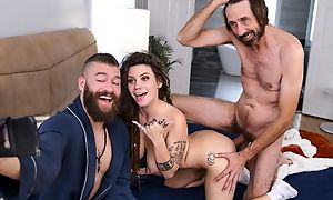 Smelly hippie girl with big naturals pleases Xander hither approach closely