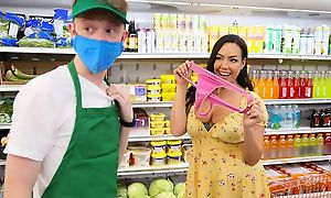 Young dude bangs pulchritudinous brunette back along to grocery pile