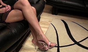 Jenna slipper undulatory teasing footfetish pic
