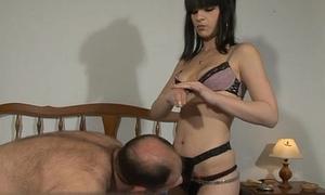 Young girlfriend sucking grand cock